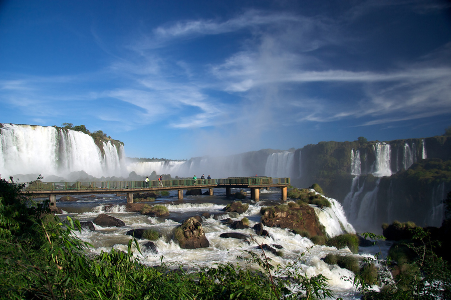 Смотровая площадка на водопадах Игуасу, Бразилия и Аргентина